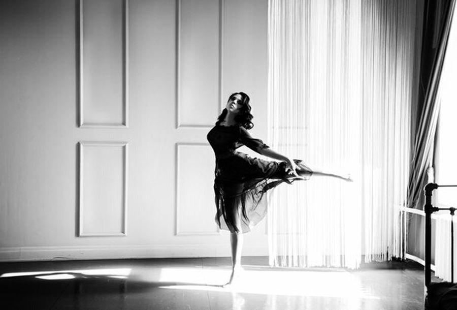 балет танец чернобелое носочки романтика платье девушка спальня свет First Eyeem Photo