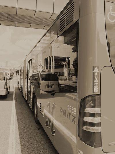 Buss Public Transportation Japan Makuhari Messe Iphonephotography Streamzoofamily 連結された長いバスなんです〜〜良く見て😀😊✨