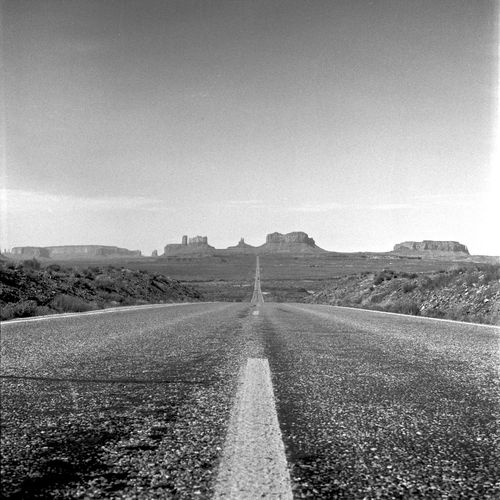 Analogica Analogue Photography Black And White Blackandwhite Countryside Film Film Photography Filmisnotdead Filmphotography Ishootfilm Landscape Monument Valley Mountain Ontheroad Outdoors Remote Road Rollei Rolleiflex Sky Solitude The Way Forward USA USAtrip White Line