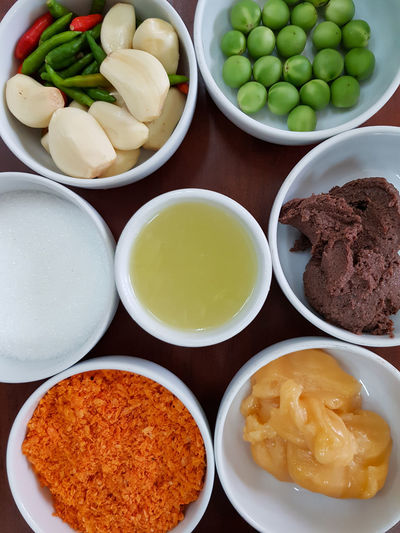 Garnish Garnished Spice Spices Spices Of The World Seasoning Lime Shrimp Paste Sugar Canesugar Garlic Ingredient Ingredients Thai Food Thailand Food Food And Drink Variation Plate Indoors  No People Healthy Eating