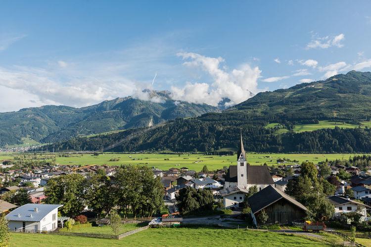 Berge Himmel Hohe Tauern Landschaft Piesendorf Pinzgau Salzburger Land Wolken Zum HL Laurentius Nachmittag Pfarrkirche Spätsommer  Österreich