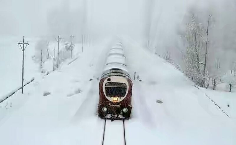 Train Delay Winter Weather Snowing Nature Deep Snow