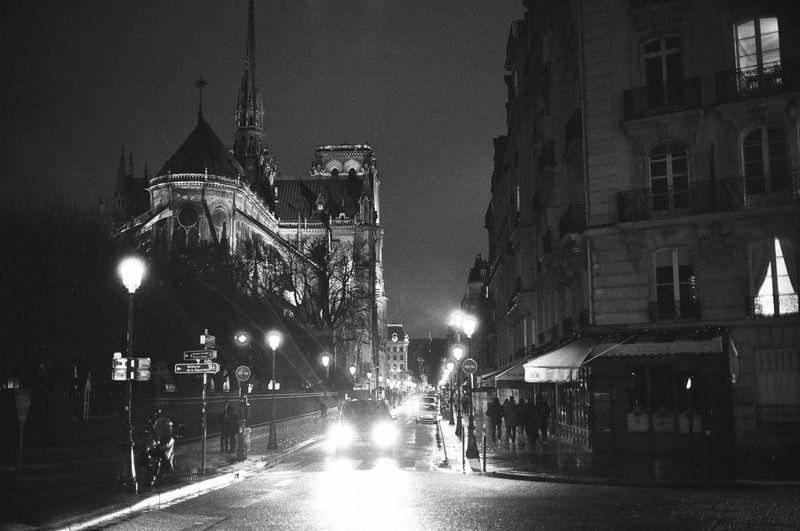 35mm Film Ilford HP5 Plus Ilford HP5 Plus 400 Konica Hexar AF Nightphotography Notre Dame De Paris Blackandwhite Film Photography Monochrome Night