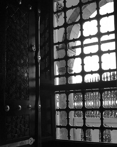 Kapı açık The Door Is Open Black And White Baw Tekrenk Gununkaresi VSCO Vscoturkey Vscocam Suleymaniye Eyüp Instagram Instalike Instagood Instapic Insta Nikonphotography Nikon Sokakfotografciligi SokaktaSanat Gf_daily gf_turkey