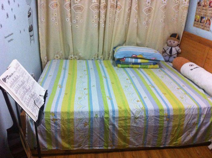 Clean Quiet Taking Photos Bed