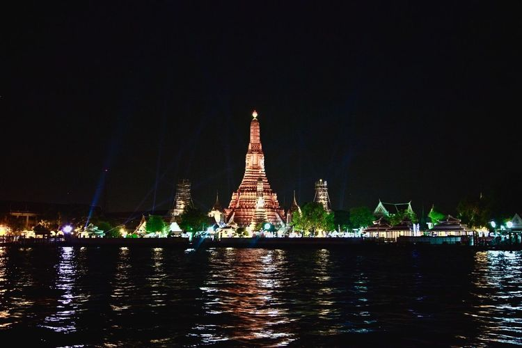 Learn & Shoot: After Dark Wat Arun Bangkok Riverside My View from ่Chao Phraya River Express Boat Pure Photography Exceptional Photographs Light In The Darkness Nightlights Nightshot City Lights Night View The Architect - 2017 EyeEm Awards City Landscape Reflections In The Water Reflected Light Cities At Night Feel The Journey 43 Golden Moments Colour Of Life light and reflection Miles Away Welcome To Black Neighborhood Map Neon Life My Best Travel Photo