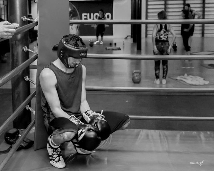 Concentrazione... One Person Indoors  People Adults Only Real People Men One Man Only The Week Of Eyeem Canon_official Canon_photos EyeEm Gallery Pugile Boxing Boxe Pugilistica Pugilato Sportsphotography Sports Activity Blackandwhite Black And White Canonphotography Bianco E Nero Sport Indoors  Allenamento