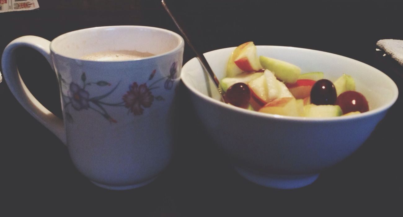 Koffie met bakje fruit