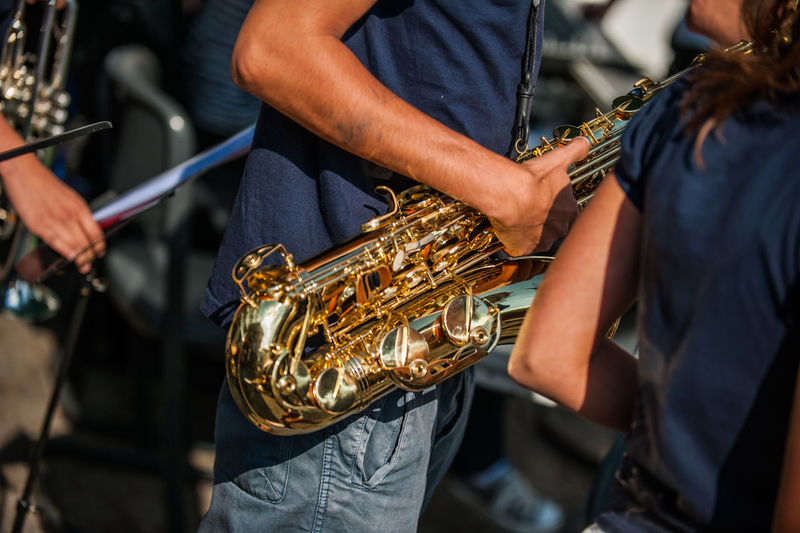 Musiker Saxophonist Arts Culture And Entertainment Detail Focus On Foreground Music Musical Equipment Musical Instrument Musician Playing Real People Saxophone
