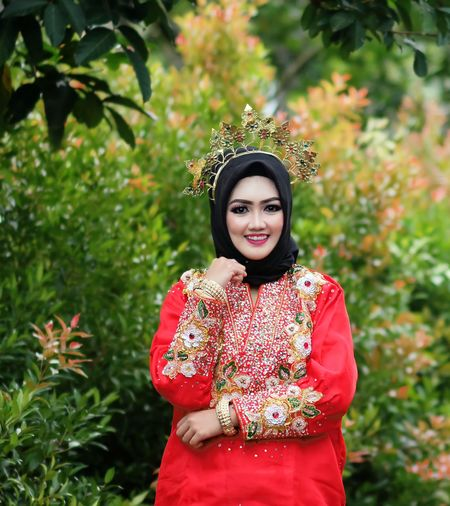 Bugis traditional wedding dress baju bodo  south sulawesi. - indonesia