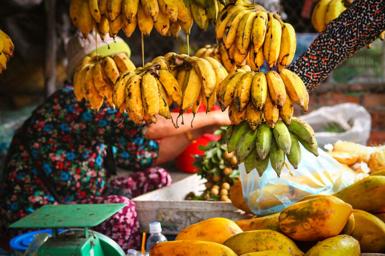 EyeEm Selects Commerce Small Business Fruit Market Yellow Bananas Buy And Sell Market Life Asia Market Life Human Hands Kampot, Cambodia Fruit Banana Market Freshness Food Food And Drink Adult Day People Adults Only Outdoors One Person Human Body Part Healthy Eating Only Women Neon Life
