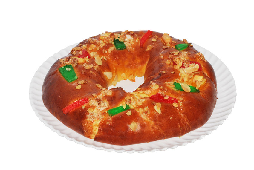 Reyes Baked Breakfast Close-up Cut Out Dessert Food Food And Drink Freshness Indoors  Indulgence No People Plate Ready-to-eat Rosca De Reyes Roscón De Reyes Serving Size Snack Still Life Studio Shot Sweet Sweet Food Temptation Unhealthy Eating White Background