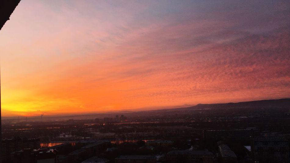 Krasnoyarsk Good Morning ☀️ Sun Skyorange Warmly Sixoclock Russia Siberia взлетка  Snow ❄ Dawn