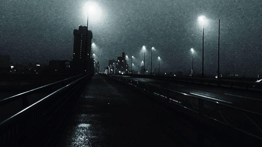 足立区 千住新橋 雨が降り出す 1時間ほど前 昨夜は雨 気温高し Tokyo Japan Adachi 千住新橋 After The Rain Before The Show Monochrome_life Blackandwhite Light And Shadow Lightandshadow Streetphotography Street Photography Streetphoto_bw Foggy Foggy Morning