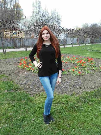 #hair #haircut #beautiful #photography #Memories #NoFilter #hi #helloworld Young Women Portrait Smiling Full Length Looking At Camera Women Standing Redhead Beauty Happiness Flower Head Jeans Flower In Bloom