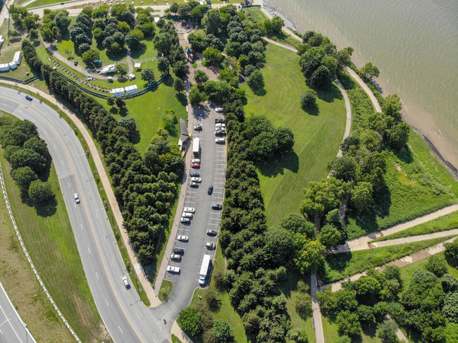 Urban Landscape Urbanphotography Riverside River View Riverbank Parking Lot Tourism Destination Ways Of Seeing Aeriel Photo Dronephotography City Street Green Color Textured  Trees Treelines Textures and Surfaces Green Nature Photography Nature Tree Aerial View Road High Angle View