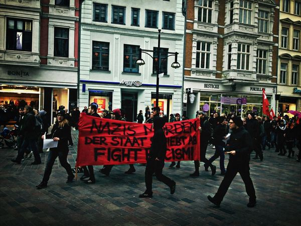 Nazis morden! Der Staat schiebt ab! Fight Rasicm! Demo Racism Roadtrip Streetphotography
