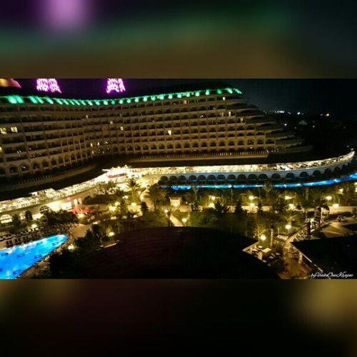 Delphinimperial Hotel vom DelphinDiva aus von ByVeskoOneKrajnc auf Flickr. Turkey intheevening amazing so beautiful lighting. So many lights llike thumbsup likesforlikes Türkei Abends so schöne Beleuchtung. SO viele Lichter ichmags daumenhoch Folge diesem Link auf Flickr, um dieses Foto in voller größe anzuzeigen und zu kommentieren : https://flic.kr/p/sThU4r