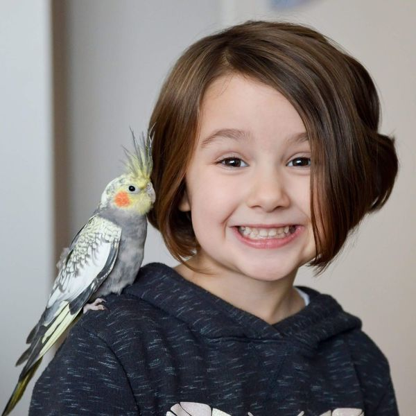 Piraten EyeEm Selects Bird Portrait Pets One Person Children Only Looking At Camera Childhood Smiling Girls Happiness Indoors  Parrot Cute