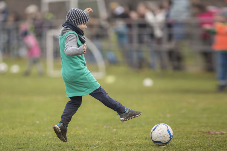 [Canon EF 300mm f/2.8 L IS II USM] Ball Child Competitive Sport Focus On Foreground Football Grass Lifestyles One Person Outdoors Playing Real People Soccer Soccer Ball Soccer Field Soccer Kid Soccer Player Sport Sports Clothing Sportsman