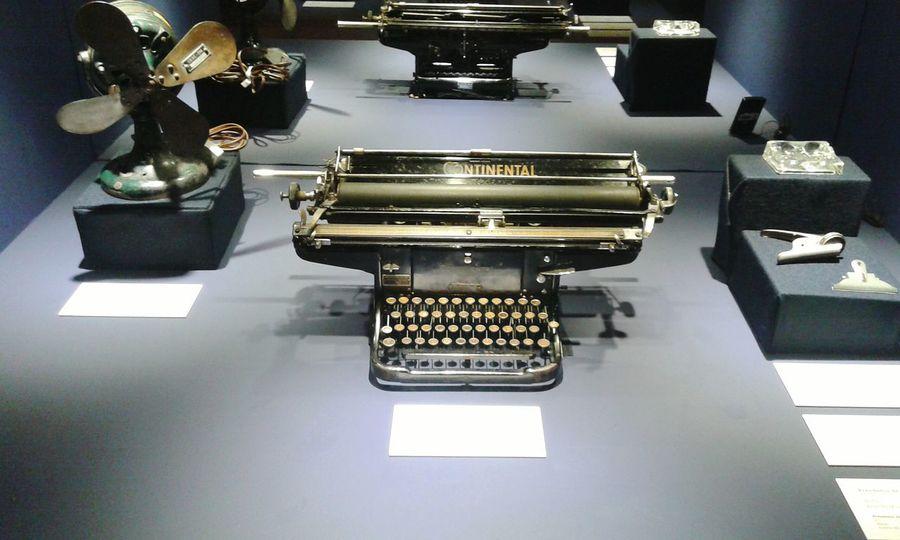 Oldthings Oldtypewriter Typewriter Antique Museum Taking Photos Ligth And Shadow