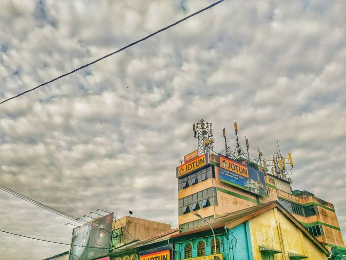HDR Mode. Cloud - Sky Architecture Sky Outdoors Day Arts Culture And Entertainment Multi Colored Building Exterior Like4like Malaysia Truly Asia SnapSeedApp Snapseed AsusPixelMaster Raub Landscape September2017 EyeEm Best Shots Zenfonemax Asus Pixelmaster Zenfonemalaysia Malaysia Built Structure Low Angle View Architecture