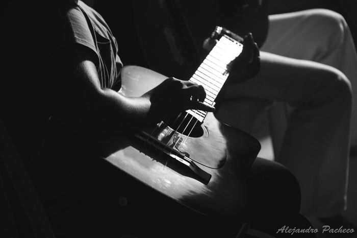 Guitarra Hanging Out Taking Photos Check This Out Hello World Relaxing Marinera <3 EyeEm 100 Opening Day First Eyeem Photo Enjoying Life Peruano Peruvian Firsteyeempicture FreelanceLife Performance Urban Sports Freelance Life Guitarra Criolla Openingday Black And White Dance EyeEm