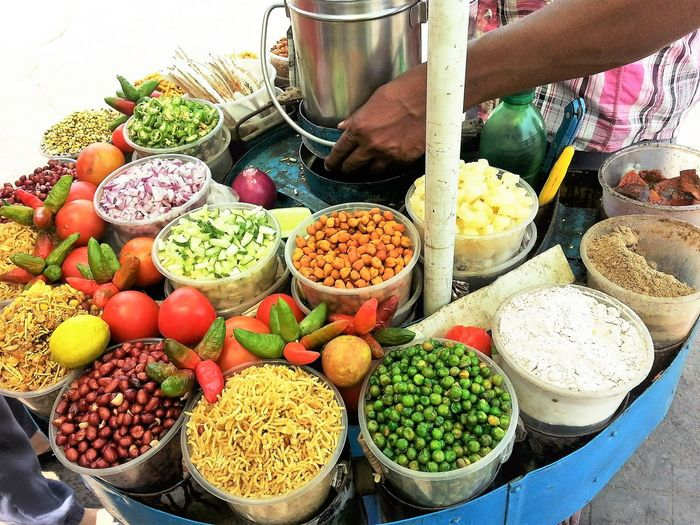 The famous spicy Jhaal Murhi of West Bengal. Container Food For Sale Healthy Eating Jhaal Muhi Of West Bengal Market Stall Small Business Street Food Worldwide Variation