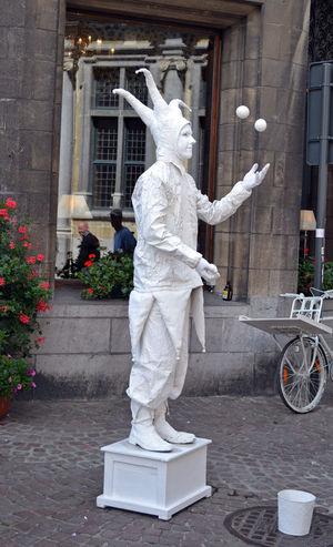 Man Balls Building Exterior Jolly Juggler Outdoors Playing Real People Streetartist White