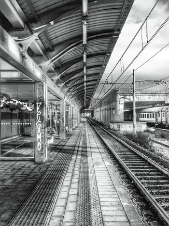 """Chi si ricorda le Convergenze Parallele? "". It might be cryptic for non italian but in Italy we have Parallel Convergence... / Railway Track Train Lines Perspective Prospettiva Punto Di Fuga Vanishing Point Mobile Photography S3mini / Hdr Edit ---> B&w / Bianco E Nero /got something like a Cartoon / Showcase : February"