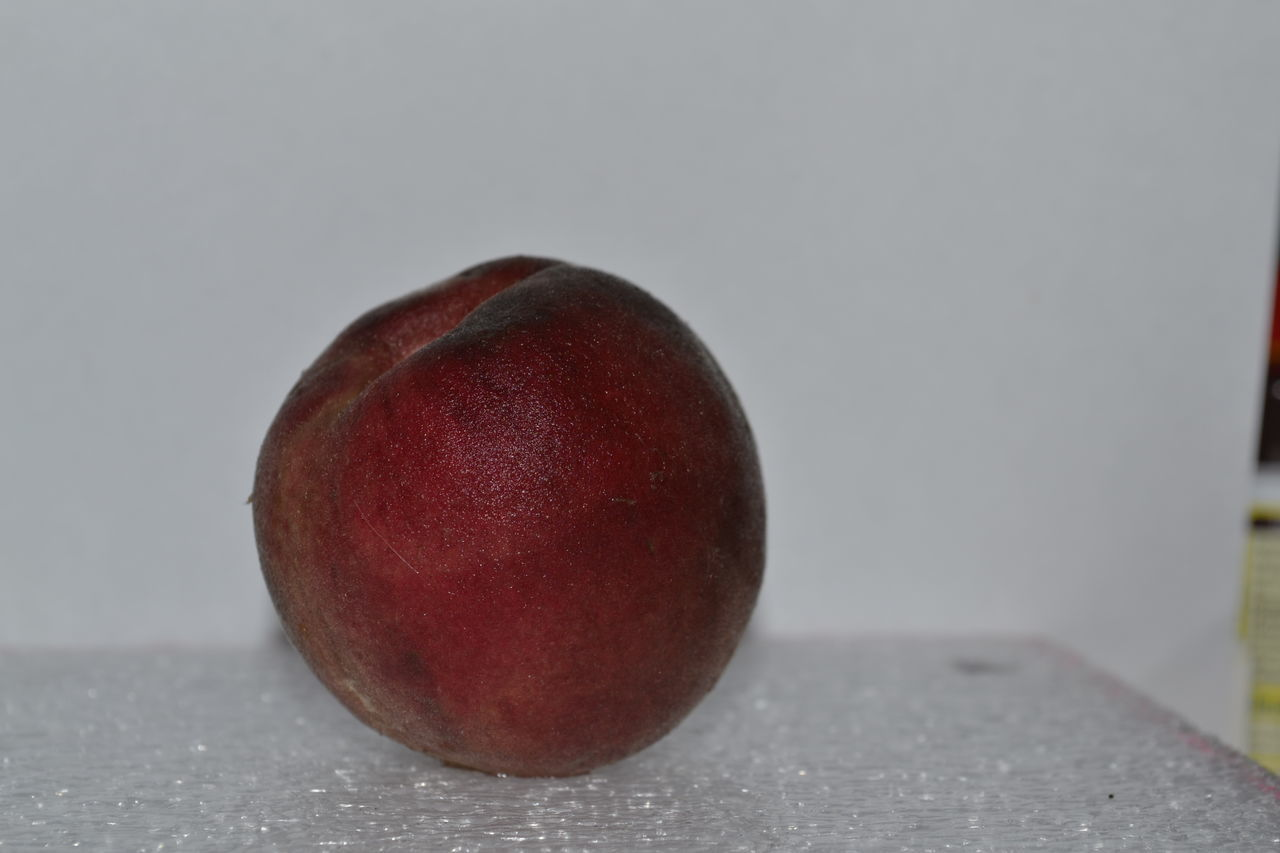 food and drink, food, fruit, healthy eating, apple - fruit, freshness, table, close-up, no people, studio shot, indoors, day
