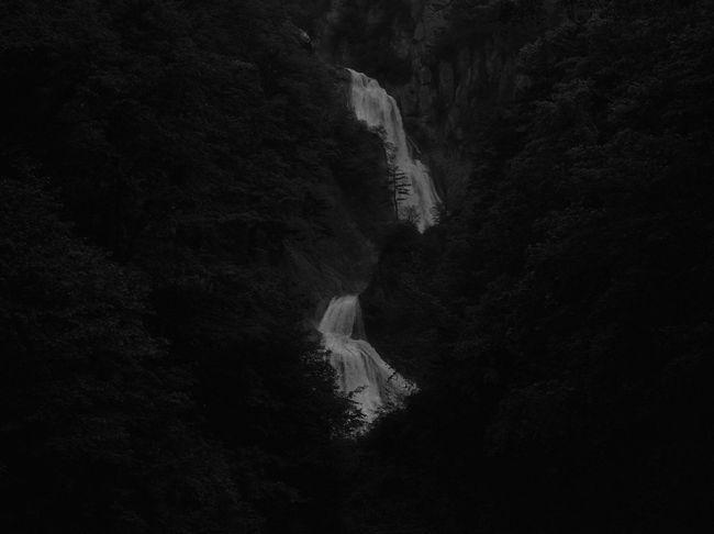 Monochrome Monochrome Photography B&w Photo B&w Photography Japon Japan Waterfall Shute Cascade Wasserfall Black And White Friday B&w Monochrome_Photography Monochromatic B&W✨ Monocrome Photography Monochrome Photograhy
