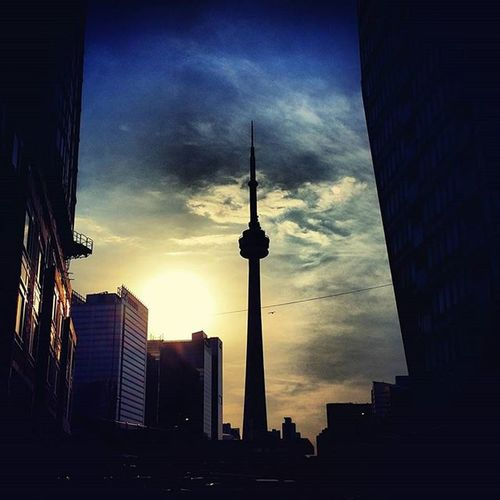 as the sun goes down Viewsfromthe6 Currentview Sunsetinthecity Torontostreets Streetsoftoronto Streetphotography Street The6 Asthesungoesdown Perspective Sunsets Toronto Cntower Cloudy Cityscape Lifeofham