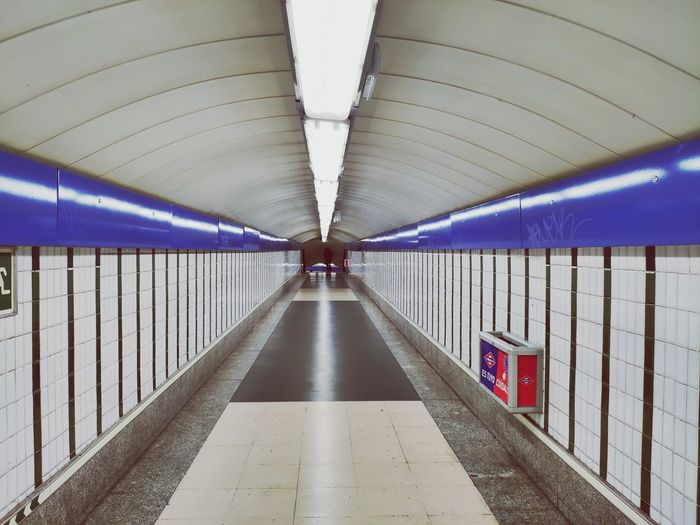 #Madrid #subway Illuminated Ceiling Architecture Built Structure Moving Walkway  Underground Walkway Underpass Tunnel Subway
