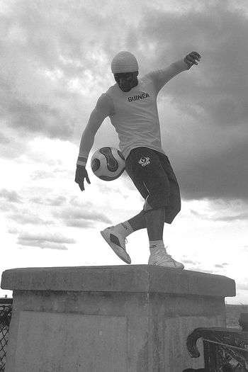 Check This Out Football Is Life Performer  Equilibrio Equilibrium Paris Montmartre Monochrome Montmartreartist Montmartre, Paris MONTMARTRE , PARIS Montmartre Street Blackandwhite Photography Black And White Collection  Statue Like Pose! Artist Football Training Football Alternative Fitness Performance Showcase April EyeEm Gallery Football Fever
