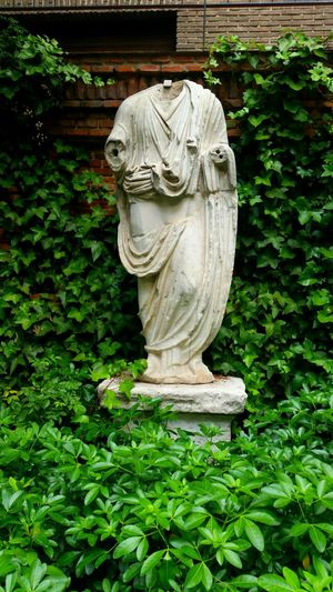 Sculpture Statue Human Representation Plant Green Color No People Day Outdoors Tree Growth Nature Leaf Beauty In Nature