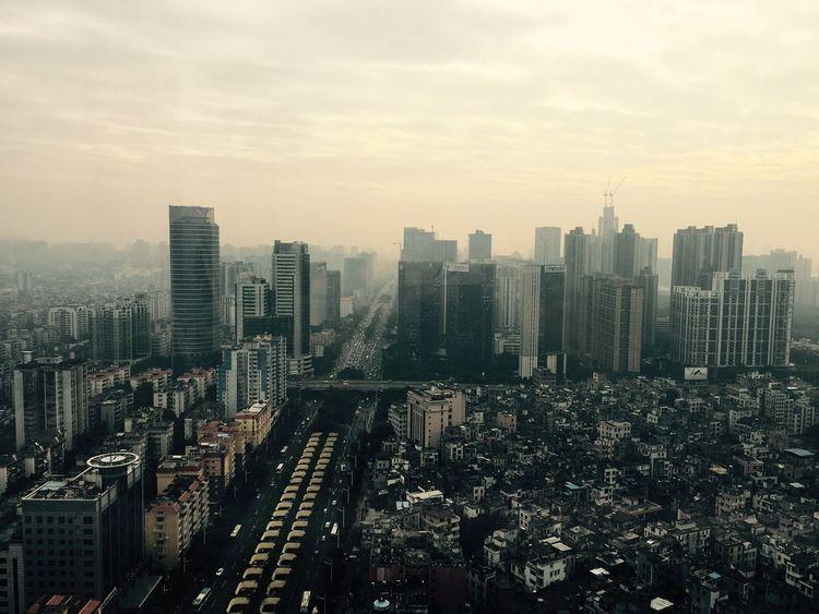 偌大的城市,安不下一颗心。何安下