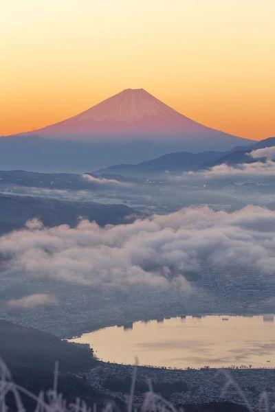 赤富士 Mt.Fuji Mt.Fuji_collection Mt.Fuji Sunset 赤富士 諏訪湖 Suwa Lake Red Color Red Fuji Early Morning Cold Temperature Cold Morning Sunset Sky Tranquility Cloud - Sky Outdoors No People Beauty In Nature Gold Colored Yellow Blue