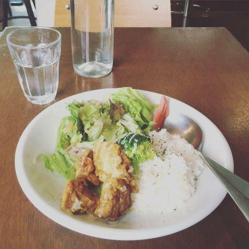 *2015/10/26* 本日のランチ٩(◜ᴗ◝ )۶ タンドリーチキン風とり肉のヘルシーロースト ¥840 今日は病院2時間待ちくらいで、またその間にランチ🍴 @Ultra Cafe