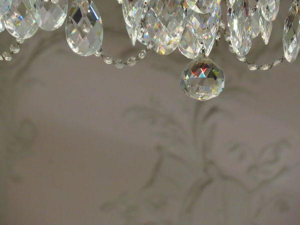Bending Light Breaking Light Bubble Chandelier Cristal Cristal Clear Decor Decoration Detail Drop Droplet Glass Glass - Material Glasses Hanging Jewel Juwel Light Purity RainDrop Reflection Sphere Transparent Interior Design