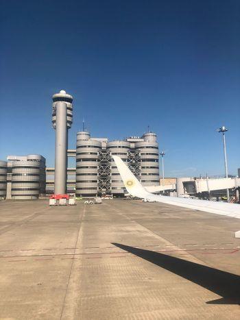 東京に着。 本日も安全運航ありがとうございました☆ #スカイマーク #SKYMARK Skymark Airlines Skymark Built Structure Sky Building Exterior Architecture Clear Sky Day Nature