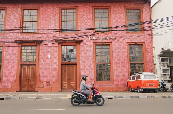 Toko merah Jakarta Indonesia Kotatuajakarta Explorejakarta INDONESIA Photography Fujifilm Fujifilmphotography Landscape Historical Building