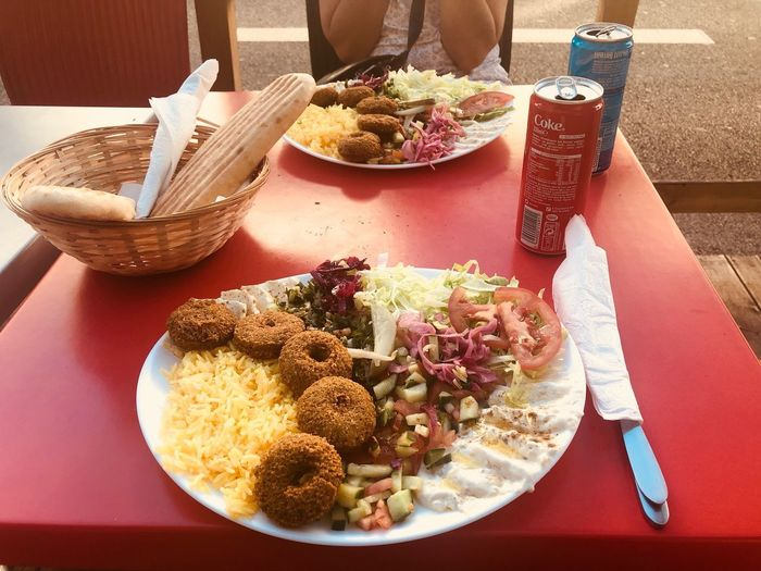 Assiettes libanaises 😃😃😄😄😀😎 Pain Coca Salade Choux Rouges Frites Taboulé Tomates Comconbres Pickles Houmous Riz Falafelles Food And Drink Food Table Ready-to-eat Plate Freshness Healthy Eating Food And Drink Food Table Ready-to-eat Plate Freshness Healthy Eating