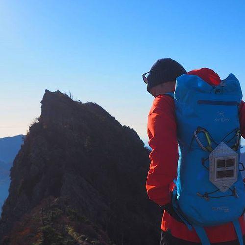 やっぱり岩場が良い。 階段と樹林帯は肺が弱い→体力無いから大嫌いじゃ(笑) ナイフブレードジャケットにアルファFLバックは快適至極 青カッケー! Arcteryx Solarpuff Climbingtechnology Patagonia パタゴニア アークテリクス Blackdiamond