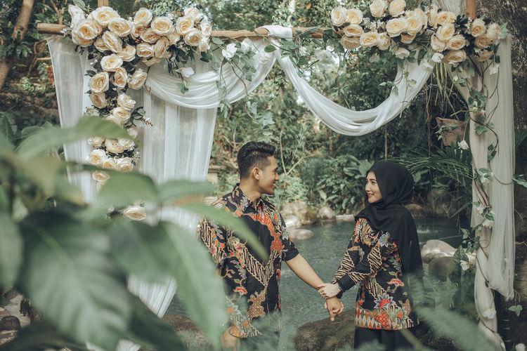 power of love Batik BatikIndonesia EyeEm Best Shots EyeEm Nature Lover EyeEm Selects EyeEmNewHere Fun Holding Hands Inner Power Love Wedding Photography Eyeemphotography Real People