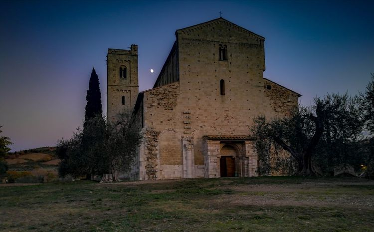 Sant'Antimo (Montalcino) History Architecture Religion Night No People Landscape Medieval Amazing Photography Autumn Autunno  Monastero Medioevo Monastery Beauty In Nature Photooftheday Love Nature SantAntimo Gregorian Chant Friends Like