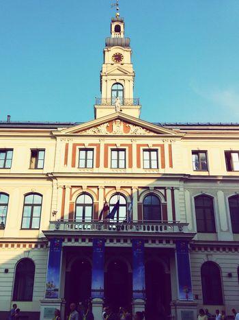 Дом Правительства встречает рассвет рига архитектура дом Правительства