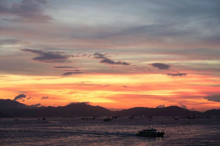 Never miss this day as it is the best view I saw in this summer. 2015 HongKong Sunset Sunset_collection Nature_collection Naturelovers Overwhelmed Night View Nightphotography Sky And Clouds Sky_collection