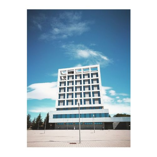 Where dreams are forged 🏢📷Architecture Business Finance And Industry Modern Building Exterior Sky DayPhilosofoshots No People College Straightlines Bluesky Philosofo