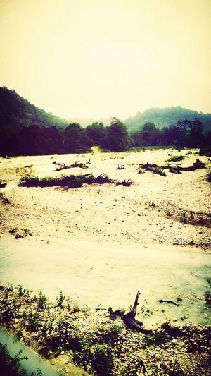Batu, pasir, dan airnya pun warna Putih. . .